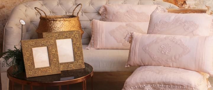 Living room corner: inspiración en rosa ydorado